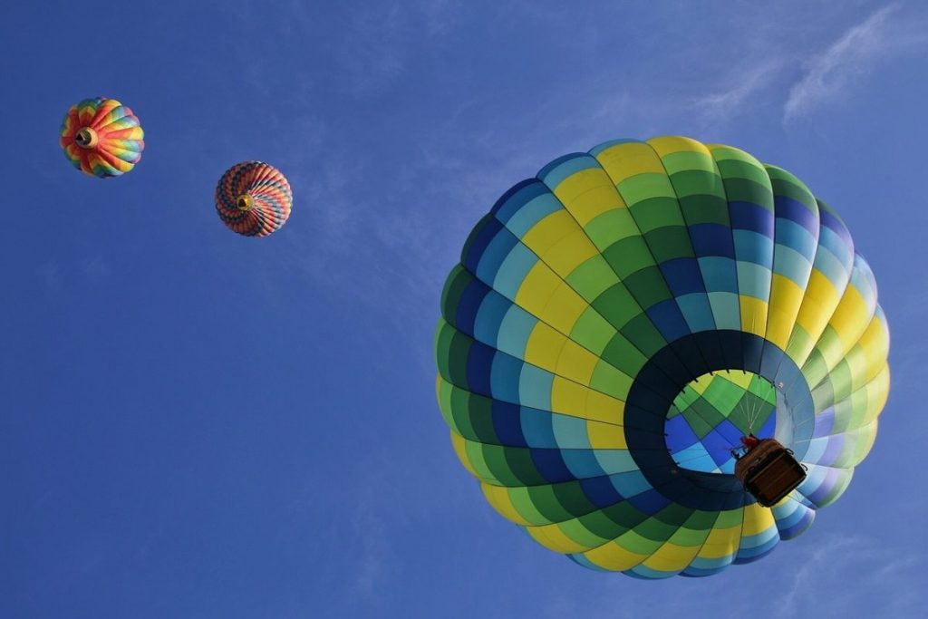hot-air-balloons-1984308_1280.jpg